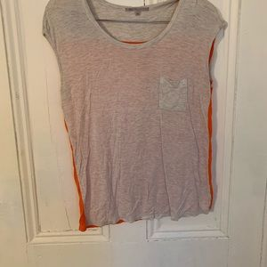 Gap size S two toned pocket tee